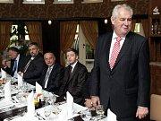 Prezident Miloš Zeman se naobědval v Ratboři.