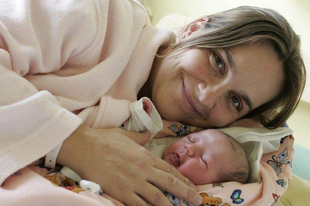 Kateřina Hladíková se narodila 5. listopadu v Kolíně. Vážila 3940 gramů a měřila 53 centimetrů. Domů do Nové Vsi I si ji odvezli maminka Radka a tatínek Martin.