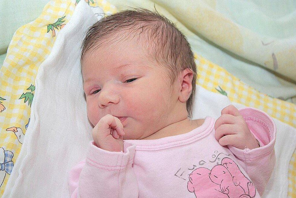 Michaela Voláková přišla na svět 11. května 2010. Měřila 49 centimetrů a vážila 2890 gramů. Se svými rodiči Jarmilou a Michalem Volákovými pojede domů do Chotouně.