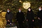 Z natáčení videopozdravu na první adventní neděli u vánočního stromu na Karlově náměstí v Kolíně.