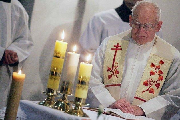 Mše v kostele Nejsvětější trojice v Kolíně na Štědrý den