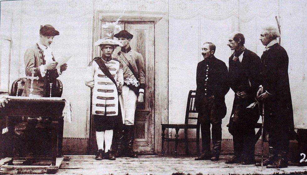 Divadelní spolek uspořádal 11. července v roce 1920 sjezd ochotníků, a v hradešínském lese bylo uspořádáno vystoupení Nevěsta za Českou korunu.