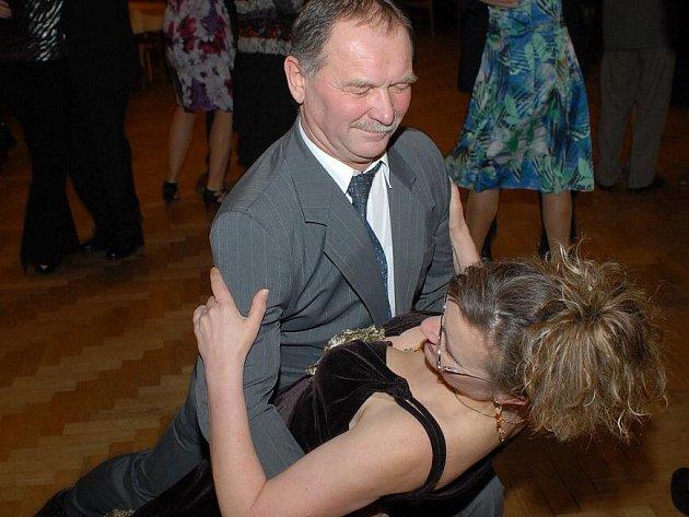 Dospělí začali tančit již po třinácté