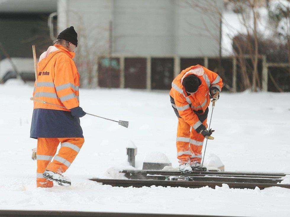Sněhová kalamita v Kolíně v pondělí 8. února 2021.
