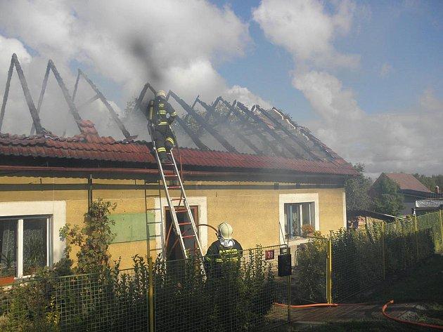 Požár rodinného domu v obci Malotice-Lhotky.