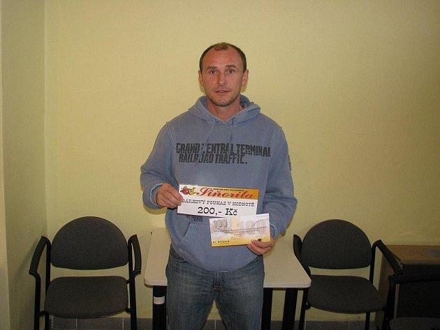 Michal Škopek získal za vítězství v 8. kole tričko, volnou sázenku Fortuny v hodnotě 100,–Kč a poukaz v hodnotě 200,–Kč na bowling v restauraci Siňorita.