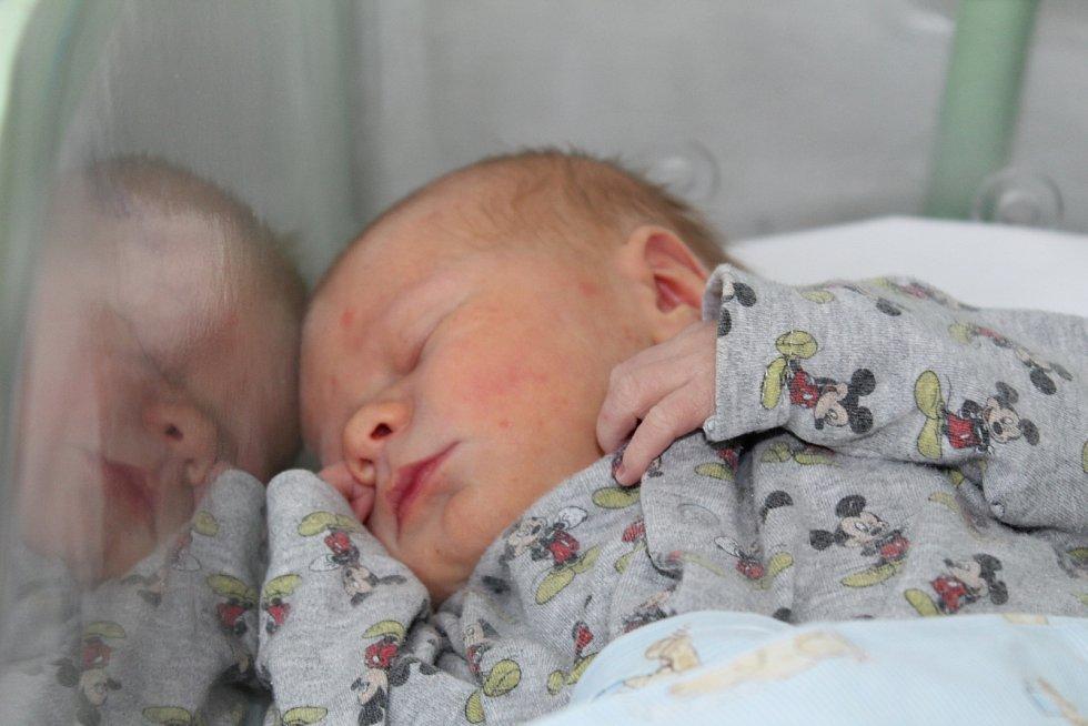 Matěj Šrek se narodil 11. června 2017 s váhou 3230 gramů a mírou 50 centimetrů. Doma v Hradčanech se na něj těší dvouapůlletá Anička, tatínek Petr a maminka Gabriela.
