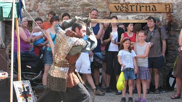 Středověk na tvrzi v Nebovidech