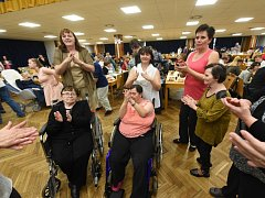Již po patnácté uspořádalo vedení Domova Na hrádku z Červeného Hrádku v Bečvárech Podzimní ples pro osoby se zdravotním postižením.