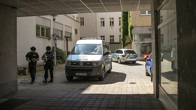 Policejní vyšetřování vsouvislosti snálezem mrtvé ženy vzamčeném bytě vDomě spečovatelskou službou vRubešově ulici vKolíně.