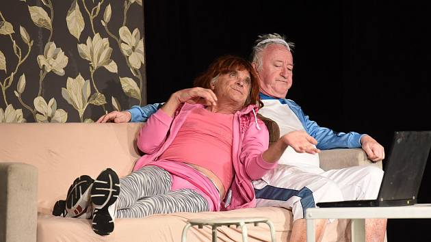 Velkolepým potleskem odměnili diváci v městském divadle slavnou humornou dvojici Kaisera a Lábuse.