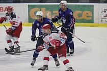 PRVNÍ PŘÍPRAVA. Hradečtí hokejisté prohráli v Kolíně.