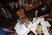 Kašpárek v rohlíku se chystal na oslavy v kolínském společenském domě.
