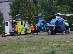Muž spadl z velké výšky, letěl k němu záchranářský vrtulník. Ilustrační foto