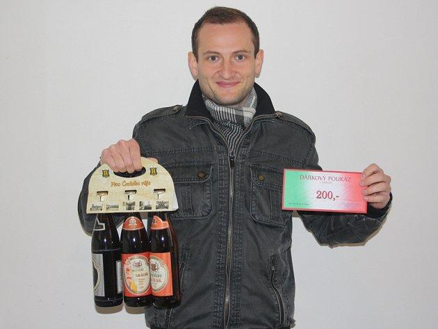 Pracovně zaneprázdněného Roberta Schovance zastoupil kamarád Tomáš Vávra. Ten mu domů přivezl karton piv značky Rohozec a poukázku v hodnotě 200,-Kč do kolínské pizzerie Marilyn.