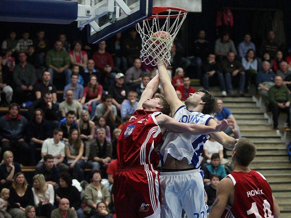 Z utkání Mattoni NBL Kolín - Svitavy (87:71).