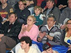 Kolínské publikum při utkání Mattoni NBL mezi BC Kolín a BK Prostějov (67:75) v sobotu 7. února 2009.