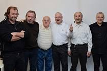 Ivan Erben (první zleva) na setkání aktérů sametové revoluce v Kolíně po 25 letech.