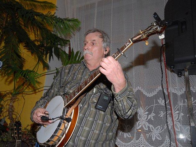 Do Saloonu přijel Svaťa Kotas Band