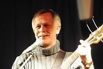Jiří Dědeček zazpíval v Kolíně poprvé s doprovodnou kapelou