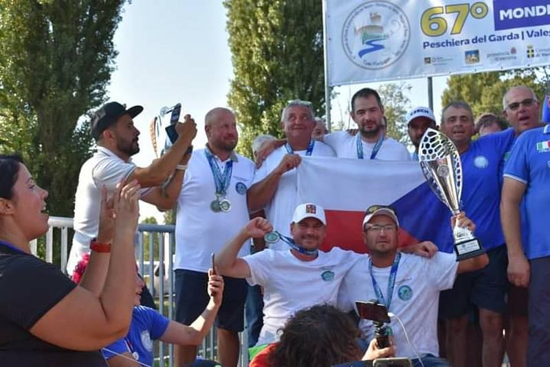 Aleš Flanderka spolu s českým týmem přivezl ze zářijového mistrovství světa v Itálii stříbrnou medaili.