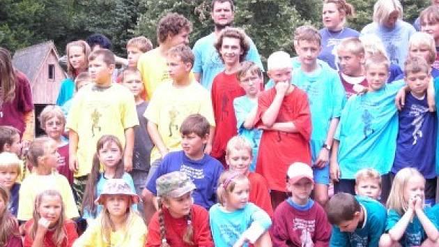 Dětský tábor 6. pionýrské skupiny Kolín - oddíl Táborník Zásmuky na ostrově Březina nedaleko Vlastějovic.