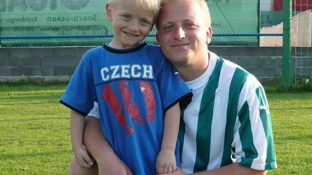 Dan Kmoch se svým synem Tomáškem.