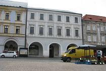 Dům čp. 8, alias Veigertovský dům na Karlově náměstí v Kolíně, jehož rozsáhlá oprava a dostavba by měla začít