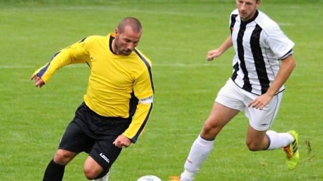Z utkání Radim - Červené Pečky (7:2), kde Jakub Slunéčko (vlevo) nastřílel pět gólů.