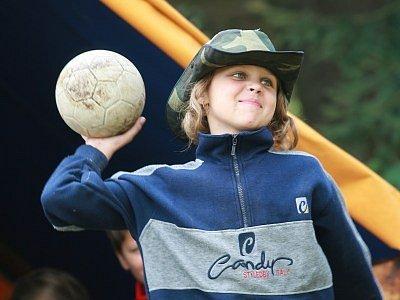 Táborový program je bohatý i na míčové hry.