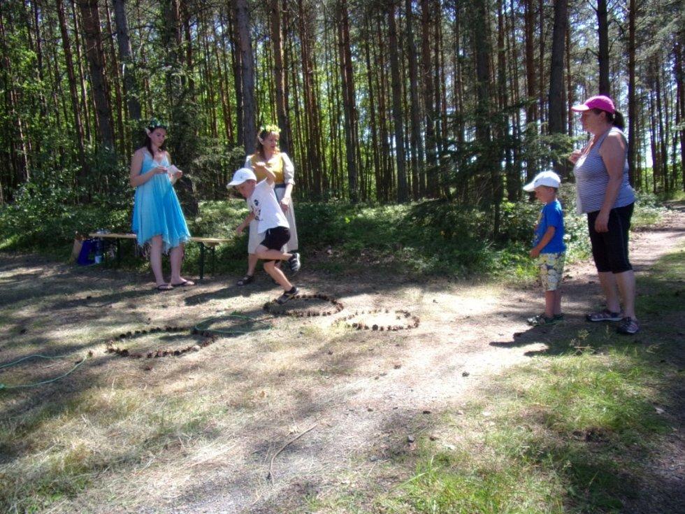 Pohádkový les u Olešky v režii Sboru dobrovolných hasičů Brník.