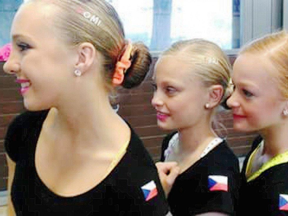 Trojice dívek na švýcarském klání