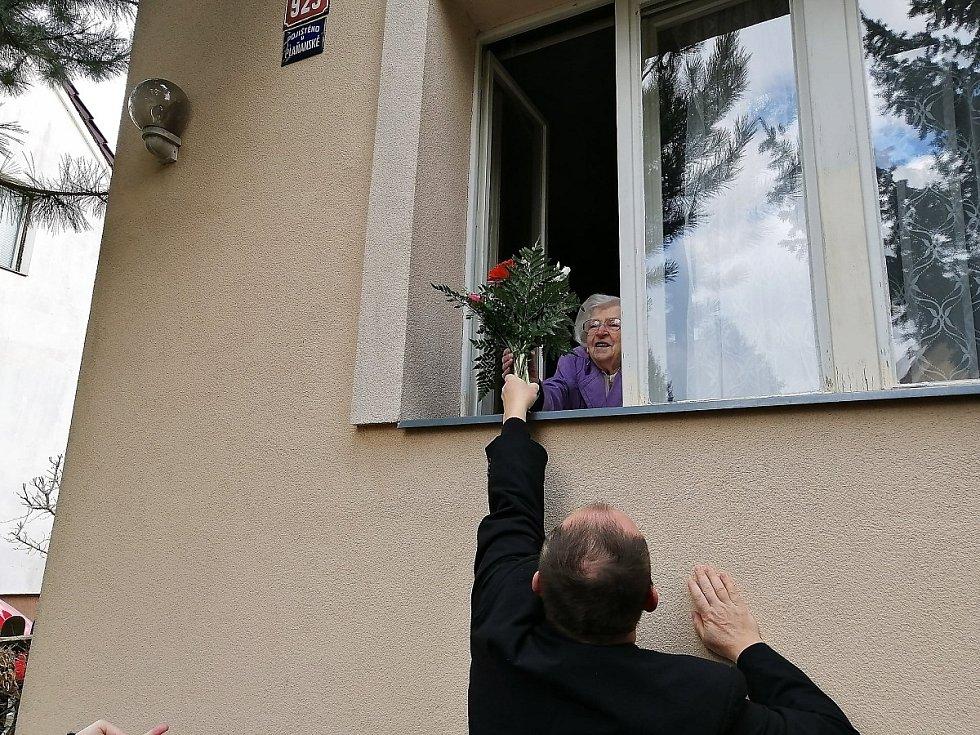 Z oslavy narozenin Zdenky Kašparové, nejstarší obyvatelky Úval.
