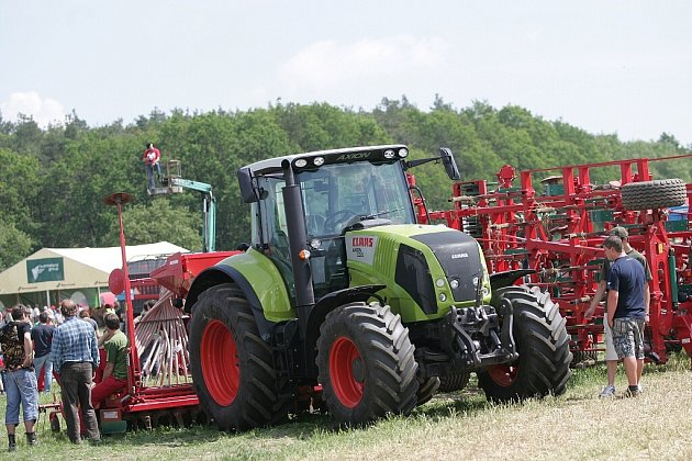 Výstava zemědělské techniky u Bečvár. 20.5. 2009