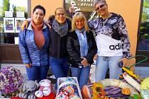 Finanční výtěžek ze stánku Sousedů pro dobrou věc podpoří opravu pečecké sokolovny a útulek Kočičí oči.
