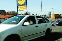 Řidiči nejvíce hořekují nad nerozpoznatelnými jízdními pruhy a také nad samotným dvouproudým kruhovým objezdem v blízkosti Lidlu.
