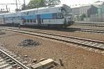Poškozený vlak ze Štolmíře putoval do Prahy.