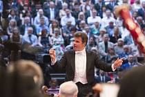 Poslechněte si benefiční koncert České filharmonie.
