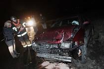 Dopravní nehoda dvou osobních automobilů na silnici I/38 u odbočky na Starý Kolín. 1. 2. 2009.