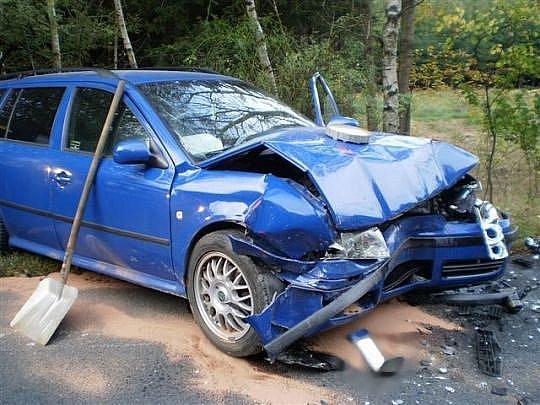 Dopravní nehoda s únikem oleje u Mukařova