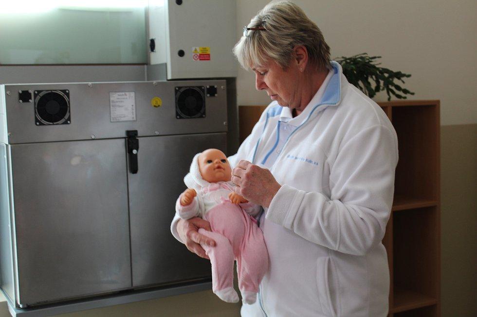 V Kolíně začal sloužit nový, moderní babybox.