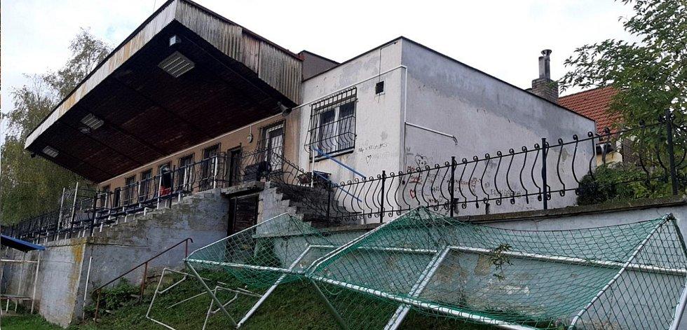 Sportovní kabiny v Doubravčicích před rekonstrukcí.