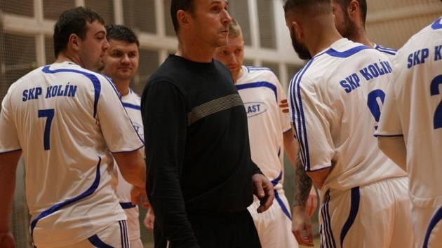 Michal Škopek (v tmavém).