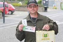 Vítězslav Holík získal od naší redakce permanentku na domácí utkání kolínských hokejistů, karton piv, který do soutěže věnoval pivovar Rohozec a také poukázku v hodnotě 200,–Kč do pizzerie Týna.
