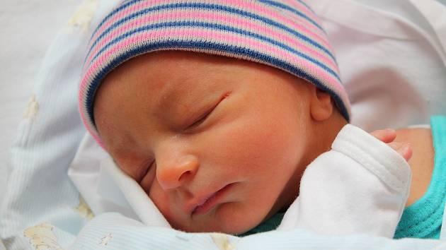 Dominik Vortel se narodil 20. března 2018 s mírami 2450 gramů a 47 centimetrů. Maminka Michaela a tatínek Lukáš si svého prvorozeného syna odvezli domů do Sokolče.