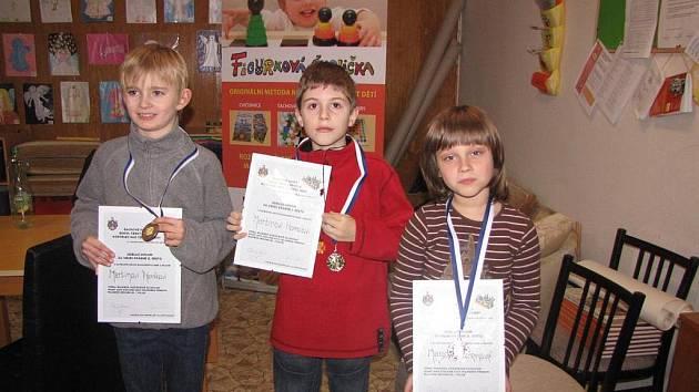 Kategorii mladších vyhrál Martin Homola (uprostřed) z Českého Brodu.