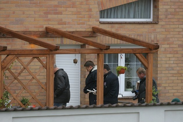 Ve Vinařicích vrah doslova popravil jednašedesátiletého muže přímo u jeho domu.
