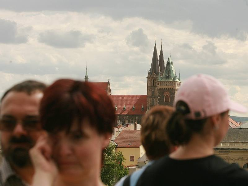 Pohled z vyhlídky kolínské práchovny na kostel svatého Bartoloměje.
