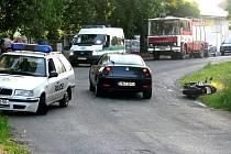 Motorkář se střetl s policejním vozem