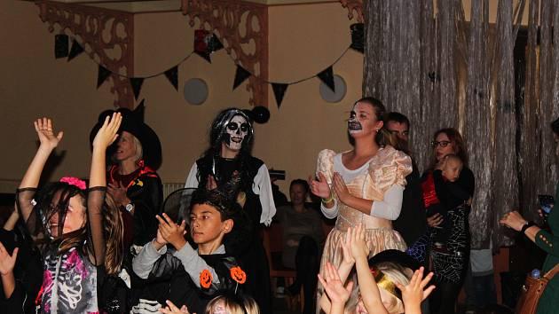 Hojnou účastí se může pyšnit Dům dětí a mládeže v Kolíně, který v neděli 4. listopadu uspořádal Halloweenské odpoledne plné veselé zábavy.